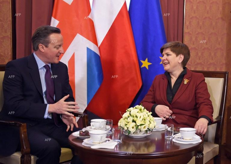 British PM David Cameron meets with Polish counterpart Beata Szydlo.