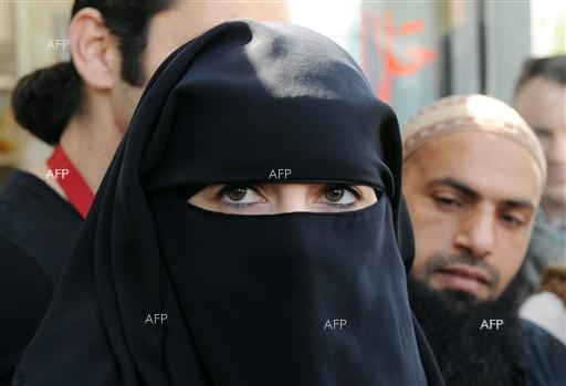 Payout for US Muslim woman whose hijab was removed by police