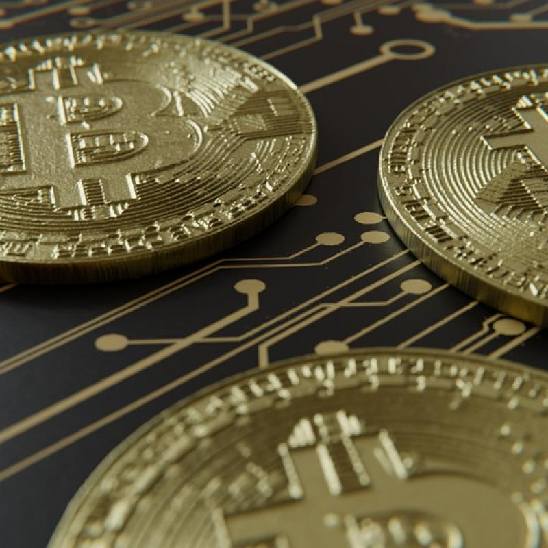 AFP: Bitcoin falls below $5,000 for first time since Oct 2017