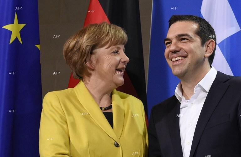 Kathimerini: Tsipras raises issue of detained Greek soldiers with Merkel