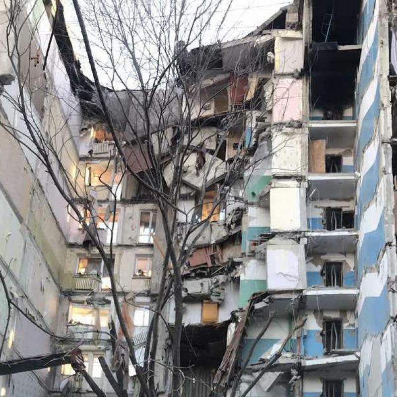 Deadly blast partly destroys Russian apartment block
