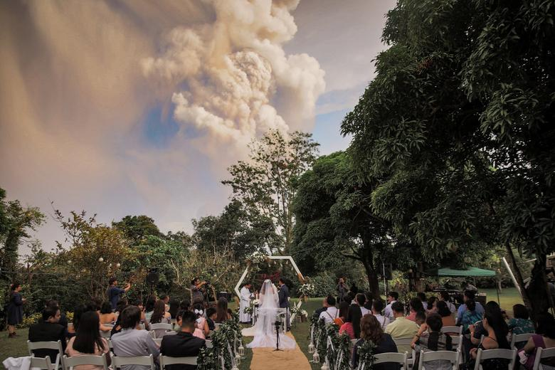 Couple weds amid Taal Volcano eruption in the Philippines. January 15, 2020