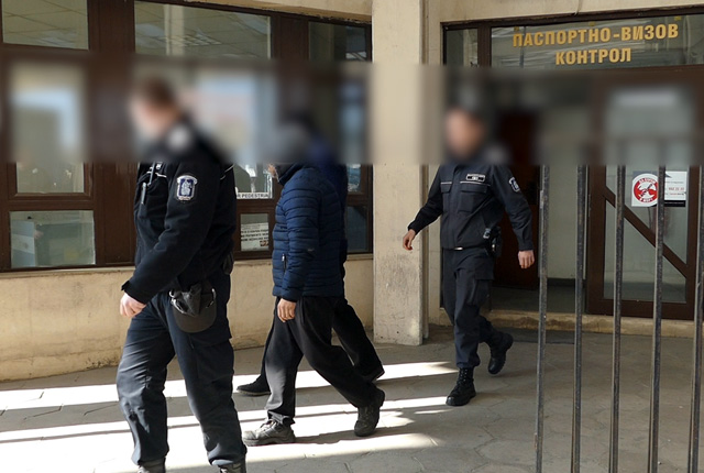MI: Employees of International Operational Co-operation Directorate handed to the Greek authorities 7 Bulgarian participants in an organised criminal group for fraud