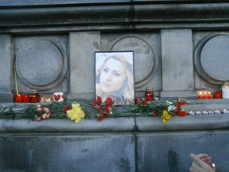 Thousands pay last respects to murdered journalist Viktoria Marinova in Ruse