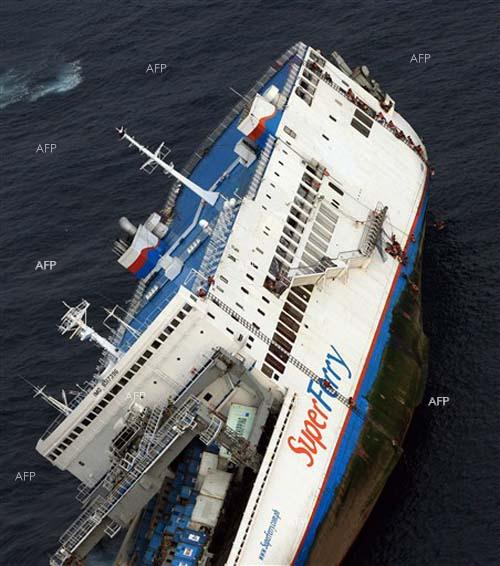 Two dead, scores missing as S. Korea ferry sinks